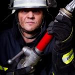 fireman-posing_klein
